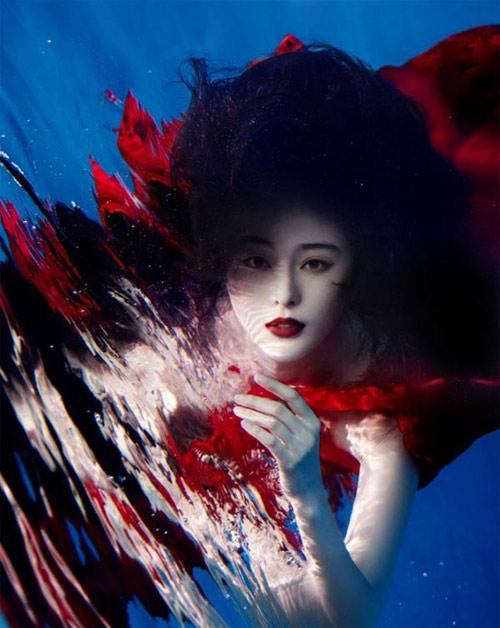 Mỹ nhân đẹp mê khi chụp hình dưới nước - 2