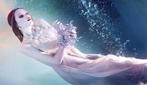 Mỹ nhân đẹp mê khi chụp hình dưới nước - 18
