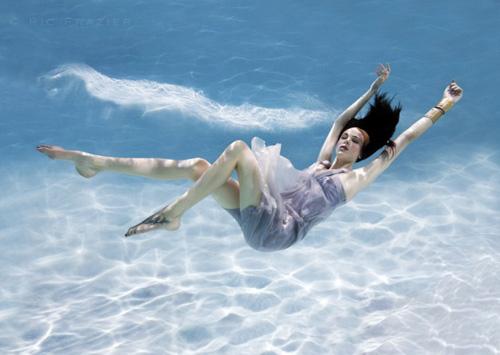 Mỹ nhân đẹp mê khi chụp hình dưới nước - 19