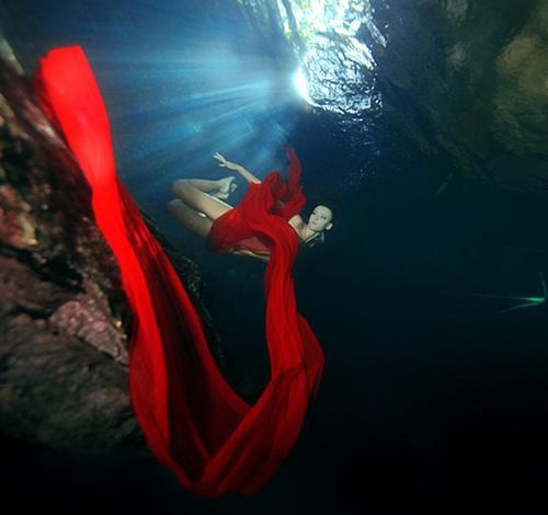 Mỹ nhân đẹp mê khi chụp hình dưới nước - 16