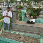 """Tin tức trong ngày - """"Hái ra tiền"""" nhờ đất nghĩa trang"""