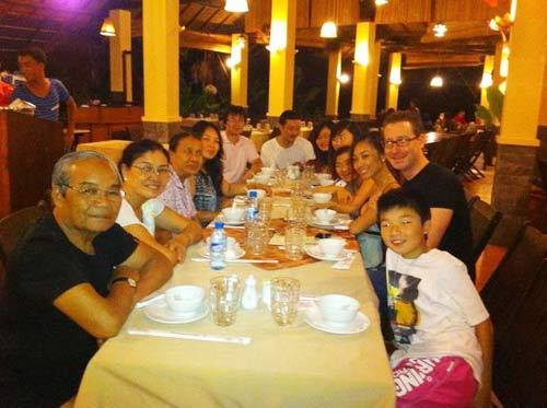 Đoan Trang đi trăng mật cùng đại gia đình - 6