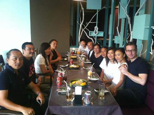 Đoan Trang đi trăng mật cùng đại gia đình - 7