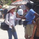 Tin tức trong ngày - Chèo kéo, chặt chém ngay nơi cửa Phật