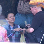 Tin tức trong ngày - Chặt chém khách Tây ở Hồ Gươm: Xấu hổ!