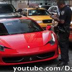 Ô tô - Xe máy - Bị 'còng' vì dùng Ferrari chèn chân cảnh sát