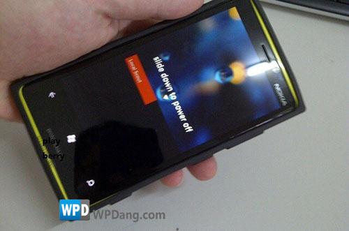 Lộ ảnh thiết bị chạy WP8 của Nokia - 2
