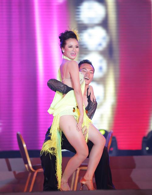 Cô gái H'Mông khoe hình thể sexy - 1