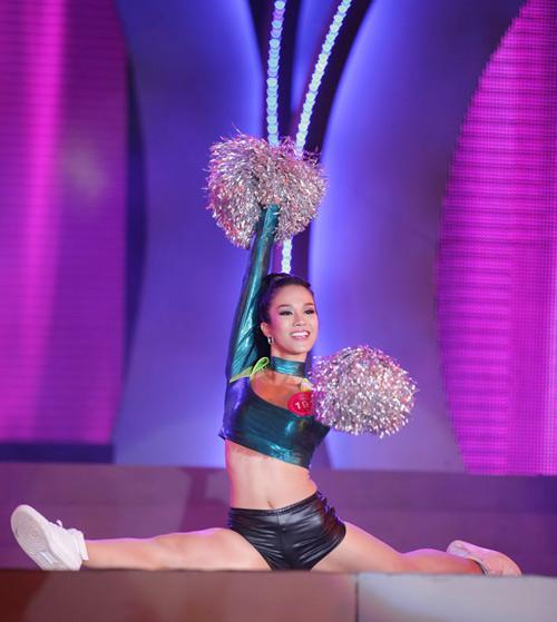 Cô gái H'Mông khoe hình thể sexy - 11