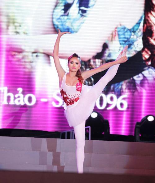 Cô gái H'Mông khoe hình thể sexy - 15