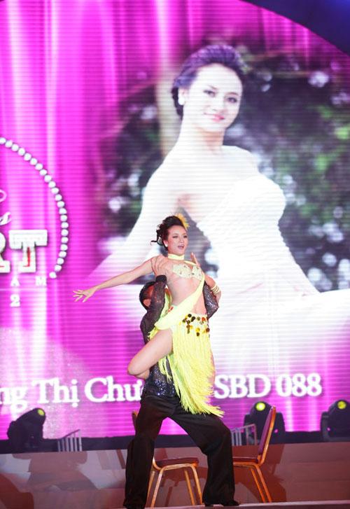 Cô gái H'Mông khoe hình thể sexy - 3