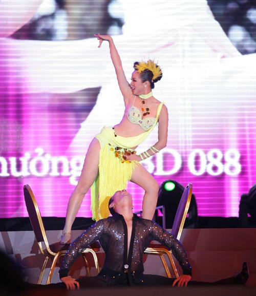 Cô gái H'Mông khoe hình thể sexy - 5