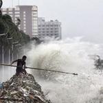 Tin tức trong ngày - Thủ đô Philippines tê liệt vì mưa bão