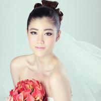Chọn váy cưới cho cô dâu lùn
