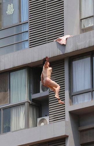 Những câu chuyện nude náo loạn đường phố - 4