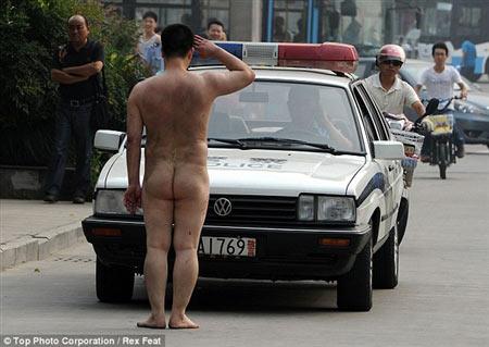Những câu chuyện nude náo loạn đường phố - 2