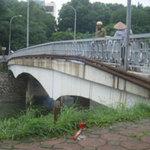 Tin tức trong ngày - Đi SH, nhảy sông Tô Lịch tự vẫn