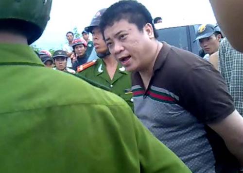 """Hà Nội: Xế hộp """"nổi loạn"""" giữa phố đông - 2"""
