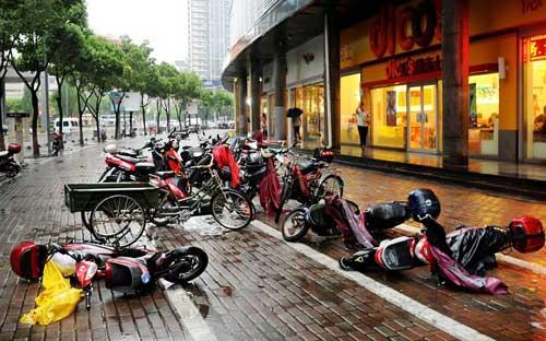 Chùm ảnh: Bão Haikui tàn phá Trung Quốc - 7