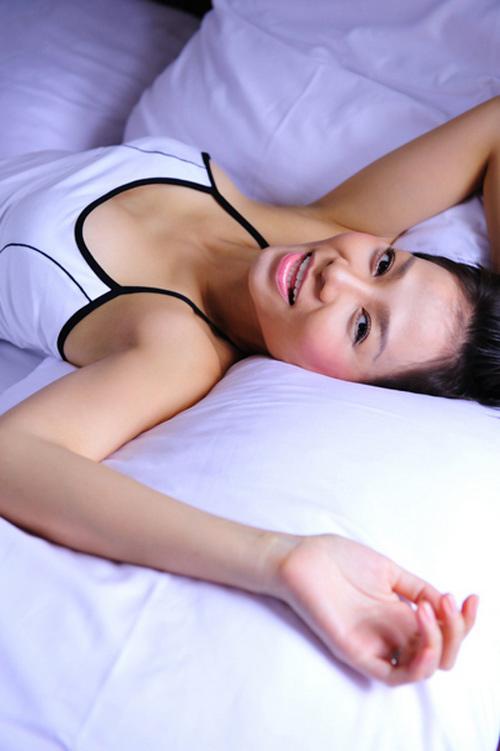 Mỹ nhân Việt đọ sức nóng trong phòng ngủ - 14