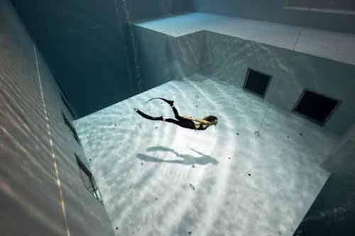 Khám phá hồ bơi sâu nhất thế giới - 2