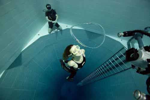 Khám phá hồ bơi sâu nhất thế giới - 5