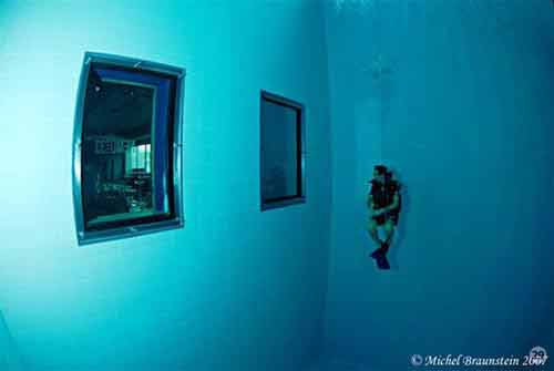 Khám phá hồ bơi sâu nhất thế giới - 7
