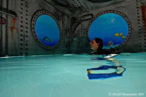 Khám phá hồ bơi sâu nhất thế giới - 8