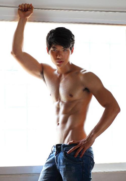 8 người mẫu nam sexy nhất làng mốt Việt - 10