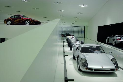 Video: Bí mật bên trong bảo tàng Porsche - 1