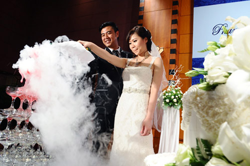 """MC Tuấn Tú """"hụt hẫng sau khi kết hôn"""" - 1"""