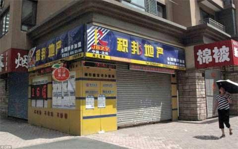 TQ: Cả thành phố ngừng buôn bán vì tin đồn - 2