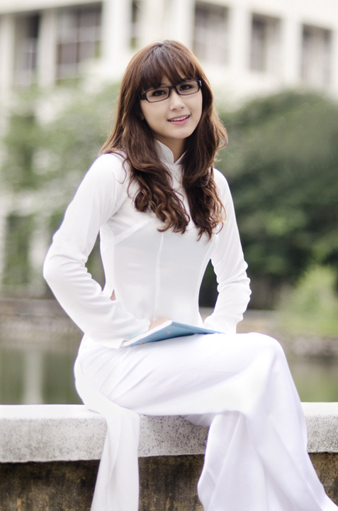 Hot girl Việt tinh khôi với áo dài trắng - 5