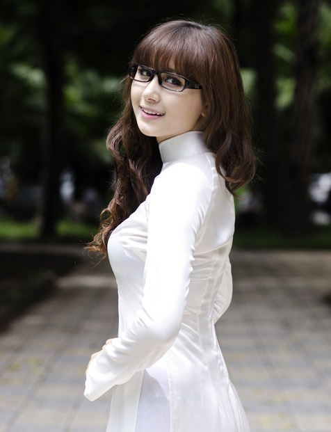 Hot girl Việt tinh khôi với áo dài trắng - 6