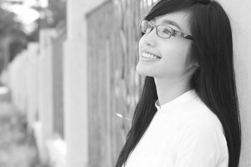 Hot girl Việt tinh khôi với áo dài trắng - 16