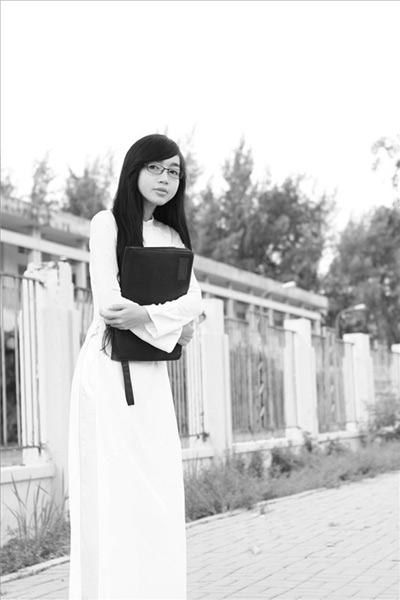 Hot girl Việt tinh khôi với áo dài trắng - 14