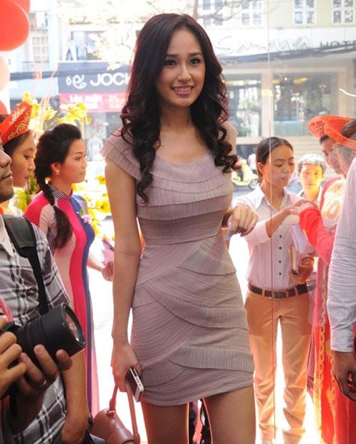 Mai Phương Thúy đọ chân nuột với hotgirl - 4
