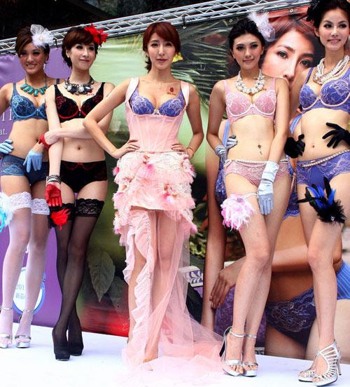 Mai Phương Thúy đọ chân nuột với hotgirl - 7