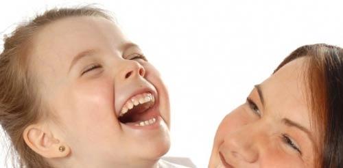 Công dụng tuyệt vời của tiếng cười với trẻ - 1