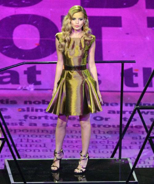 Katy Perry bị sóng đánh... tụt quần - 13