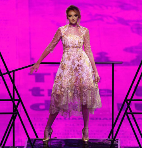 Katy Perry bị sóng đánh... tụt quần - 14