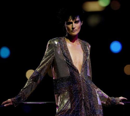 Katy Perry bị sóng đánh... tụt quần - 16