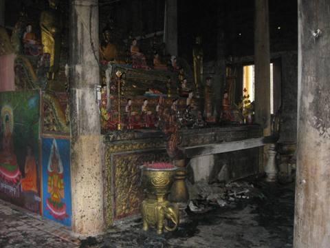 Hỏa hoạn thiêu cháy nội thất chùa cổ 800 năm - 2