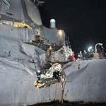 Tin tức trong ngày - Tàu khu trục Mỹ bị tàu Nhật đâm thủng sườn
