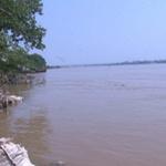 Tin tức trong ngày - Cứu cô gái trẻ tự tử ở cầu Chương Dương