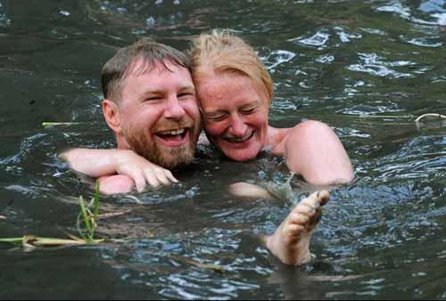 Câu lạc bộ người thích khỏa thân bơi lội - 2