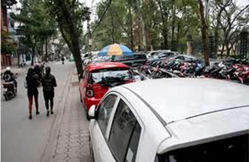 Lấy đất công viên làm bãi đỗ xe - 1