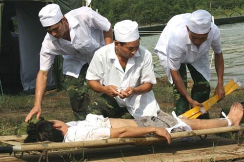 Trình diễn cứu nạn bằng trực thăng quân đội - 6