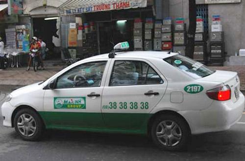 Ăn theo giá xăng, taxi bắt đầu tăng cước - 1