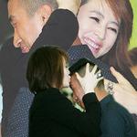 Phim - Mừng phim mới, Kim Hye Soo hôn fan nam